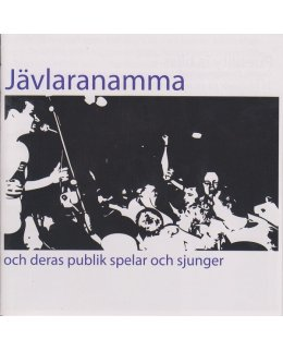 Jävlaranamma och deras publik spelar och sjunger
