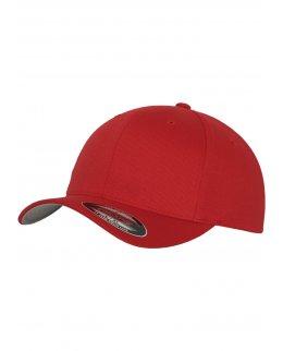Röd Flexfit-keps med egen brodyr