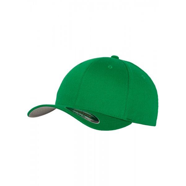 Klargrön Flexfit-keps med egen brodyr