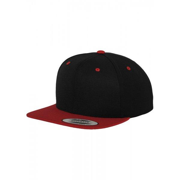 Snapback svart/röd med egen brodyr